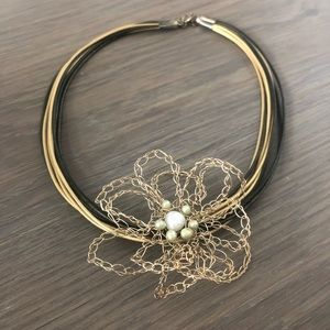 Jewelry - Pearl flower choker necklace leather gold green